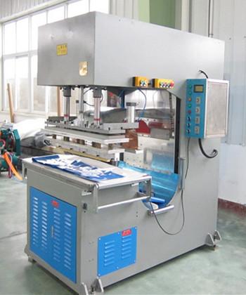 新款高周波膜结构焊接机采用金电自主研发高频震荡桶
