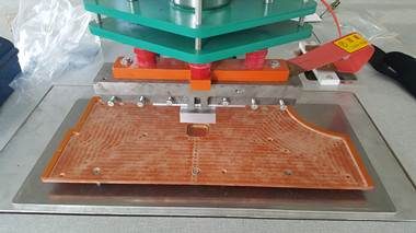 PVC警示标焊接机现场