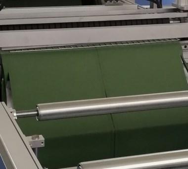 全自动石墨烯电热膜焊接现场